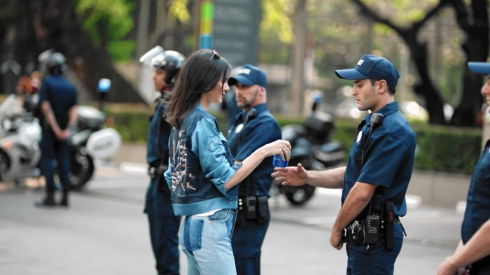 ct-pepsi-kendall-jenner-protest-video-backlash-0406-biz-20170405